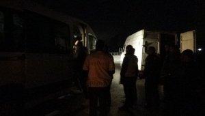 Gece yarısı kaçak göçmen operasyonu: 50 kaçak göçmen yakalandı