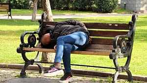 Genç kadını banka bu halde gören vatandaşlar telefona sarıldı!