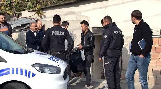 Göçmen kaçakçıları Afgan aileyi eve kilitledi