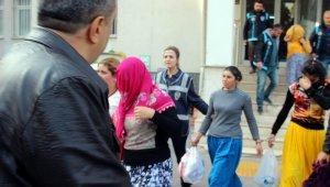 İkametlerden hırsızlık yapan kadınlar yakalandı