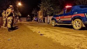 İki aile arasında silahlı, taşlı ve sopalı kavga kanlı bitti: 12 yaralı