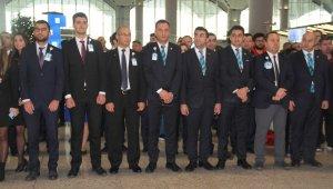 İstanbul Havalimanı'nda Ata'ya saygı duruşu