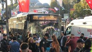 İstanbul'da önce otobüsle durağa daldı, sonra yolculara bıçakla saldırdı... 9 yaralı