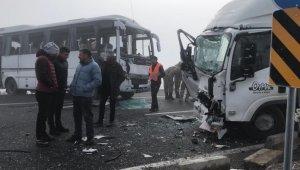Kars'ta zincirleme trafik kazası: 20 yaralı