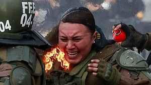 O ülkede protestolar çatışmaya dönüştü... Kadın polisler diri diri yanmaya başladı
