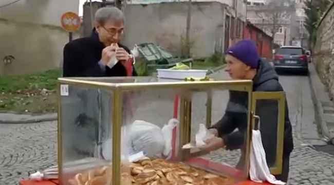 Orhan Pamuk'un simitçiye seslenme şekli gündem oldu... Ülkesine yabancı kalmış