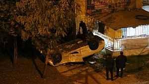 Otomobil 10 metre derinlikteki bahçeye düştü: 3'ü çocuk 5 yaralı