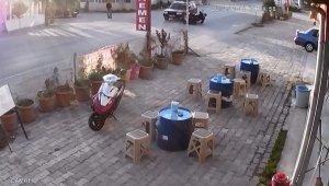 Otomobil ile motosikletin çarpışması kamerada - Bursa Haberleri