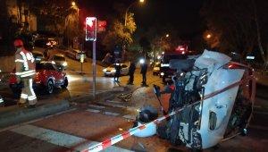 Panelvan araçla otomobil çarpıştı: 2 yaralı
