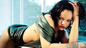 Rihanna bikinili fotoğraflarını paylaştı, sosyal medya yıkıldı