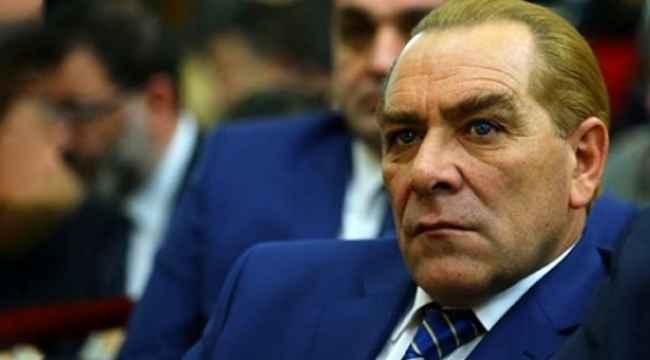 Sosyal medyada tepki gören Atatürk'e benzeyen isim, bu sefer ata bindi