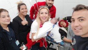 """Tel Abyad Hastanesinde doğdu, adı """"Barış"""" oldu"""