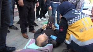 Yaşlı adamın ayağını kırıp kaçtı - Bursa Haberleri
