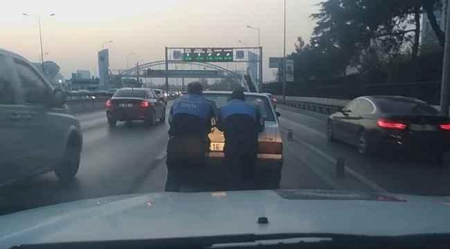 Yoğun trafikte yolda kalan otomobili zabıtalar kurtardı - Bursa Haberleri