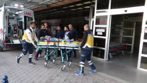 YPGPKK'lı teröristlerin roketli saldırısında yaralananlar Kilis'e getiriliyor