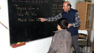 33 Yıl öğretmenlik yaptığı köy okuluna duygusal veda