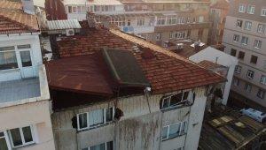 6 katlı binanın çatı katında çökme: 3 yaralı
