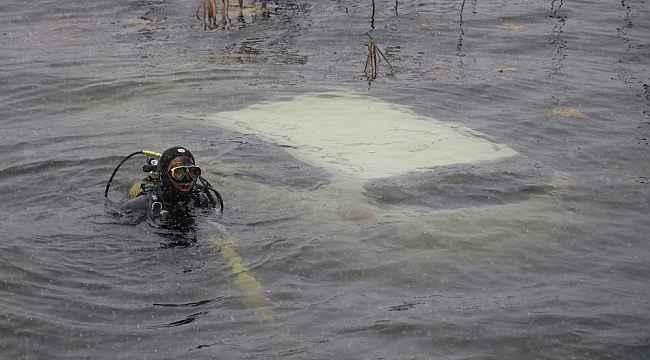 Abant Gölü'ne uçan otomobildeki 2 kişi yüzerek kurtuldu