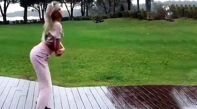 Aleyna Tilki'den sütyensiz kalça dansı