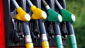 Araç sahiplerine kötü haber: Akaryakıta çifte zam geldi! Benzin 7 liranın üstüne çıktı