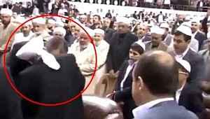 Bakan Gül'den, tarikat liderinin elini öptüğü görüntüye ilişkin açıklama