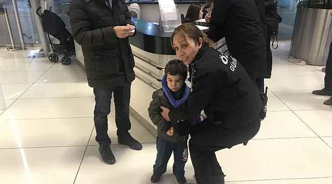 Bebeğini AVM'ye terk eden anne polis zoruyla duruşmaya getirildi - Bursa Haberleri