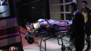 Bıçakladığı arkadaşını hastaneye götürdü