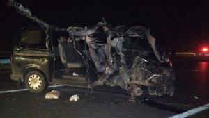Bursa, Karacabey'de feci trafik kazası! Midibüs, TIR'a çarptı: 2 ölü, 1 yaralı