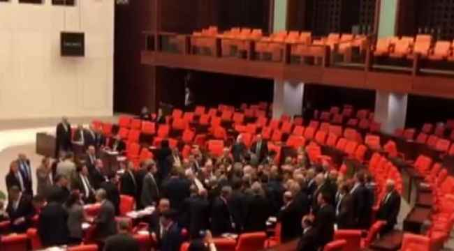 Bütçe görüşmeleri sırasında Meclis'te kavga çıktı