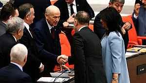 Bütçe görüşmelerinde Devlet Bahçeli, HDP Eş Başkanlarıyla tokalaştı