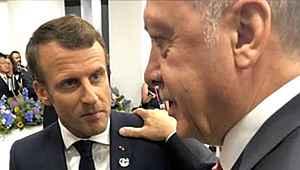 Erdoğan'ın Macron'un omzuna elini atması sosyal medyada olay oldu