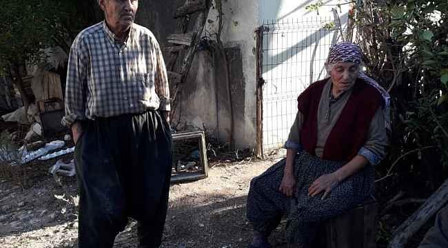 Evlatlarının kredi borcu yüzünden yaşlı çift evlerinden atıldı