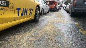 Fatih'te yola dökülen mazot nedeniyle sürücüler zor anlar yaşadı