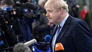 Futbolcunun çektiği şut Boris Johnson'ın cinsel organına isabet etti