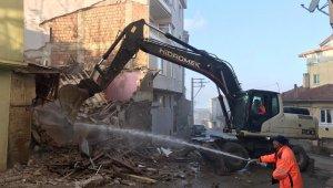 Gemlik Belediyesi'nden metruk bina temizliği - Bursa Haberleri
