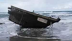 Hayalet tekne kıyıya vurdu, korkunç manzara ortaya çıktı! Cesetler, kesik kafalar...