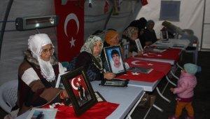 HDP önündeki ailelerin evlat nöbeti 90'ıncı gününde devam ediyor