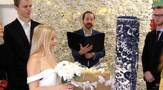 İngiltere'de bir kadın halıyla evlendi