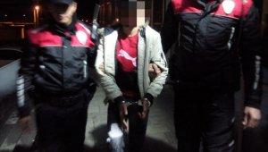 İnternette tartıştığı 3 kişi tarafından iş yerinde bıçaklandı