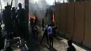 Irak'ta ortalık karıştı... Göstericiler ABD Büyükelçiliği'ni ateşe verdi