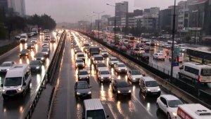 İstanbul'da yağmur hazırlıksız yakaladı