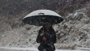 İstanbul'un yanı başındaki Karatepe'ye mevsimin ilk karı yağdı