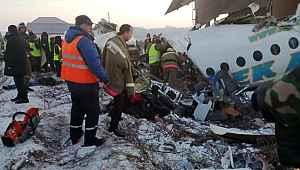 Kardeş Türk ülkesi Kazakistan'da yolcu uçağı kalkış esnasında düştü: Çok sayıda ölü ve yaralı var!