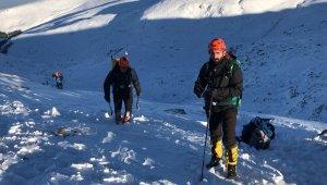 Kayıp dağcılara ait olduğu düşünülen baton bulundu - Bursa Haberleri