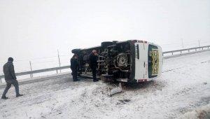 Kayseri'de öğrenci servisi yan yattı