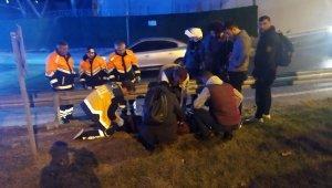 Kaza yapan motosikletlinin yardımına koştu, kamyon çarptı