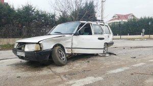 Lambaların yanmadığı kavşakta 3 araç bir birine girdi - Bursa Haberleri