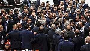 Meclis'te yine kavga çıktı... Bu sefer konu 15 Temmuz şehitleri