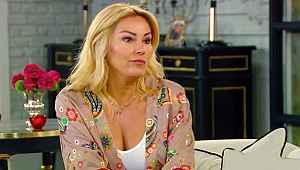 Pınar Altuğ, yırtmaçlı elbisesiyle dikkat çekti