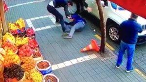 Şehir merkezinde akrabaların bıçaklı kavgası: 2 yaralı